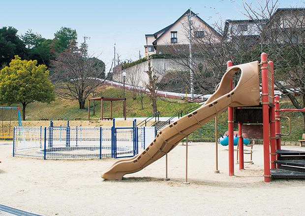 寺塚公園/徒歩4分(約310m)